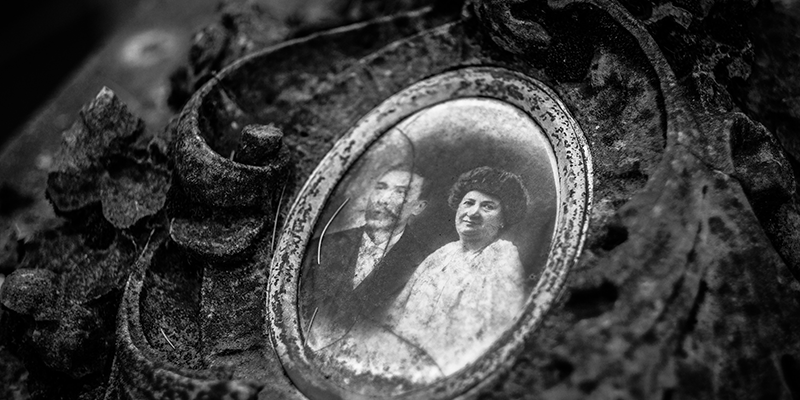 Old black and white photo in an antique frame